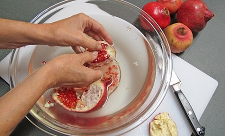 how-to-seed-pomegranate-step-three