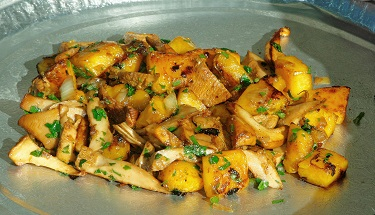 Rutiz Farms cooking demo squash chanterelles