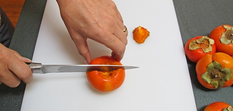 Cutting persimmon vertically