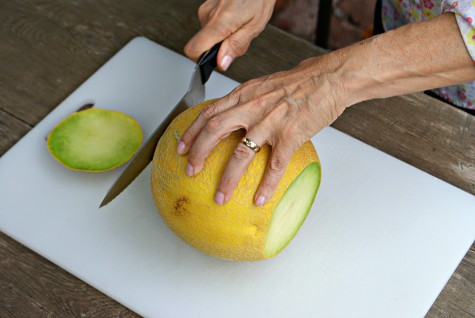how-to-cut-up-melon-step-1