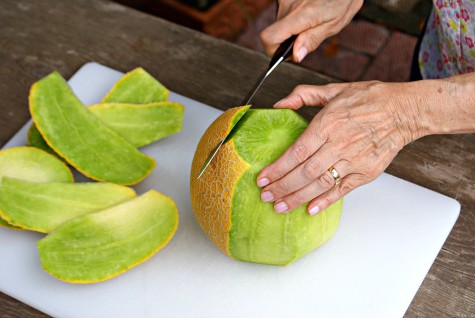 how-to-cut-up-melon-step-3