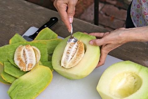 how-to-cut-up-melon-step-4