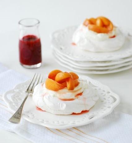 peach-pavlova